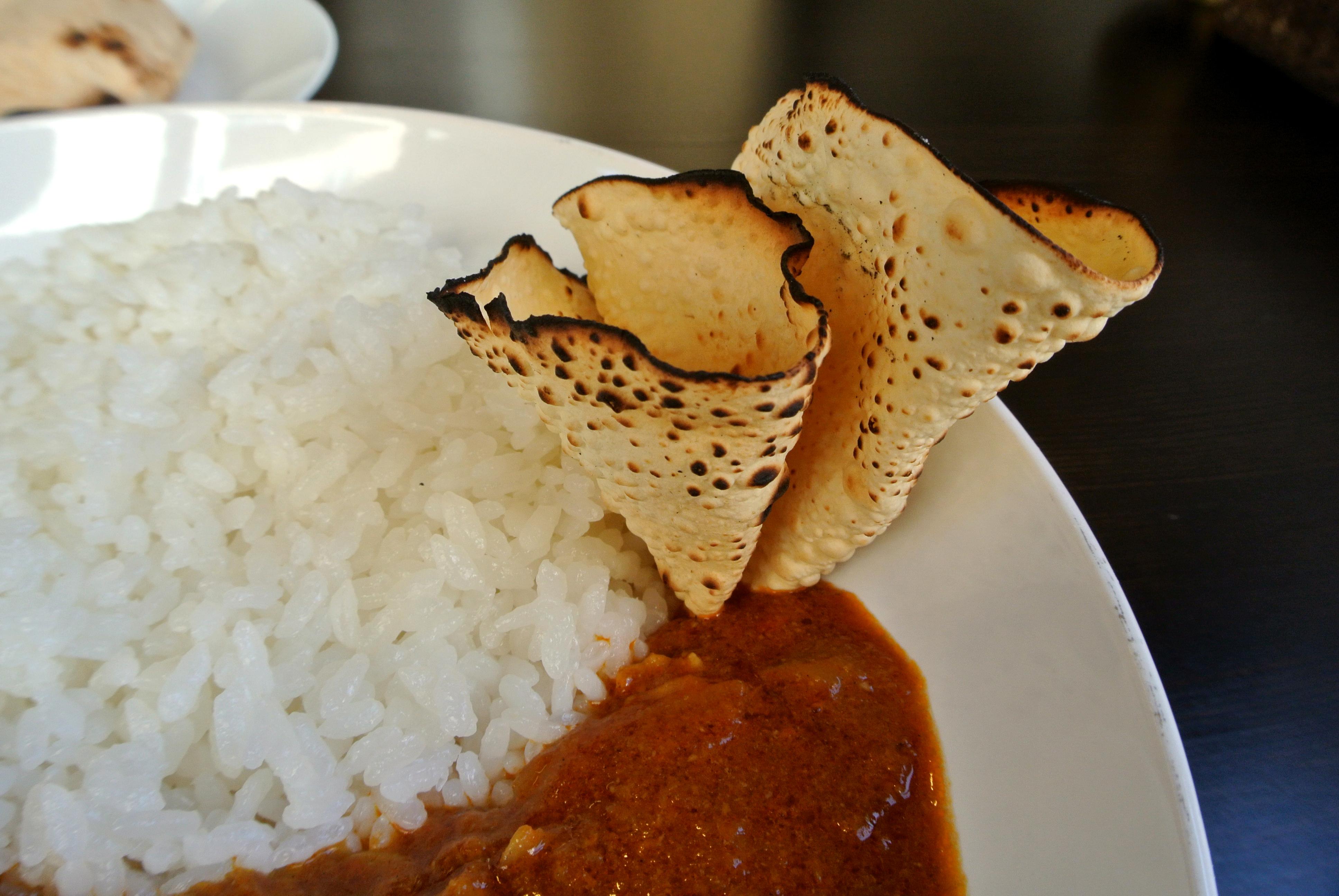 Doon食堂インド山のカレーにつくパパド