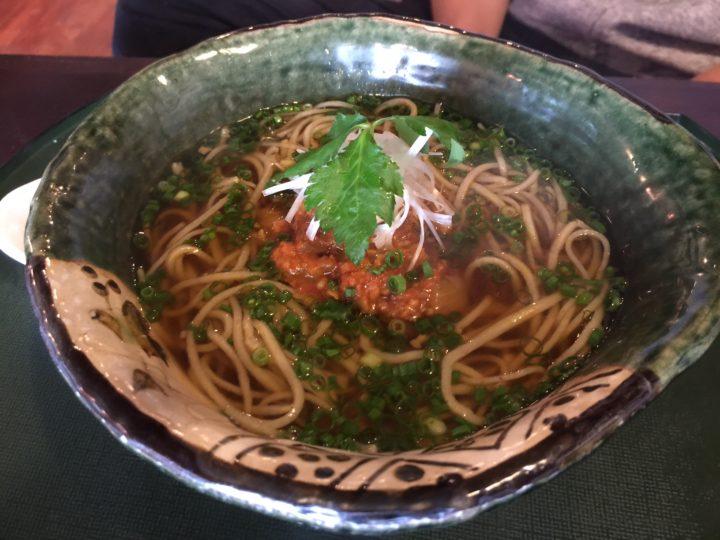 これは和風キーマカレーそば。これも初めて食べる美味しさ