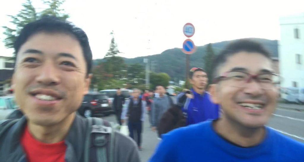 松本マラソン スタート開場の総合体育館へ