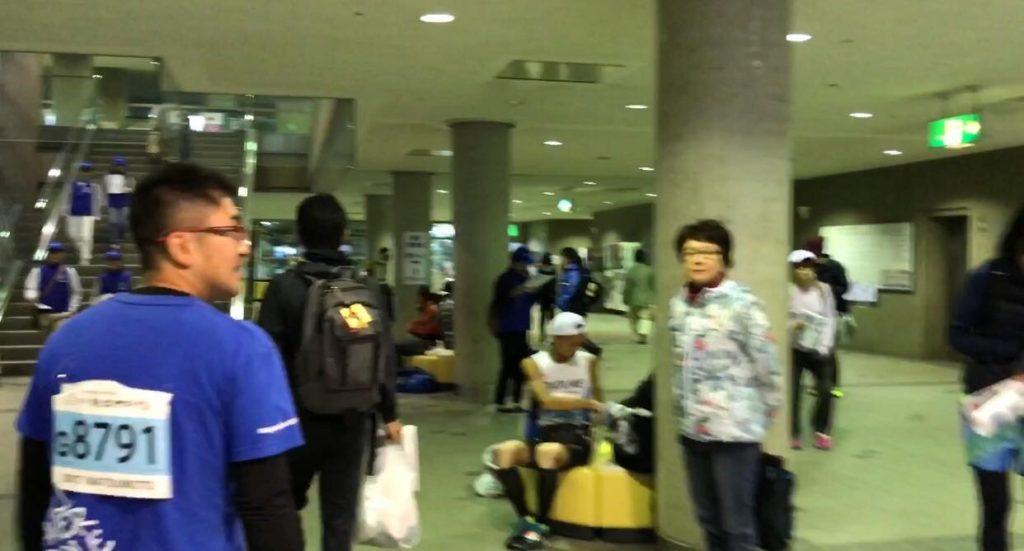 松本マラソンスタート開場の総合体育館