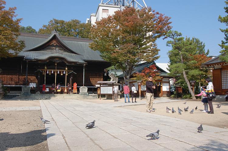 四柱神社の境内
