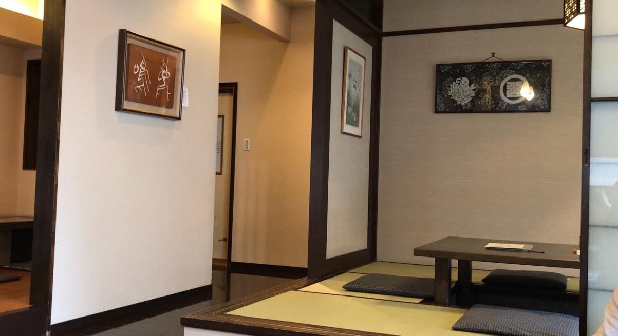 松本市のそば処なご味の店内