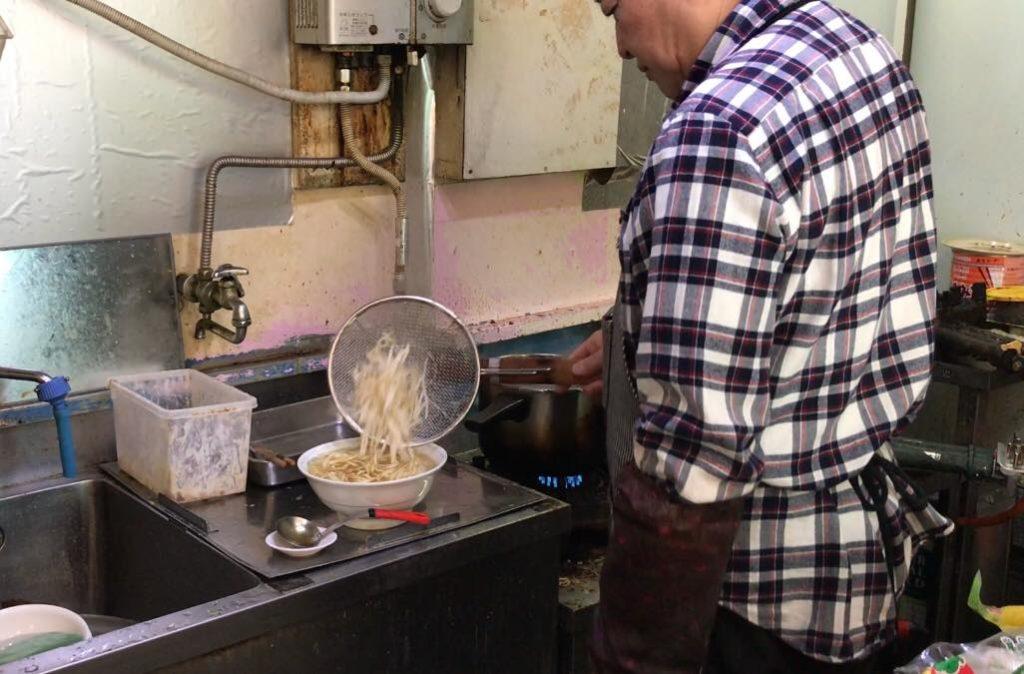 丸一のラーメンは独特のスープ