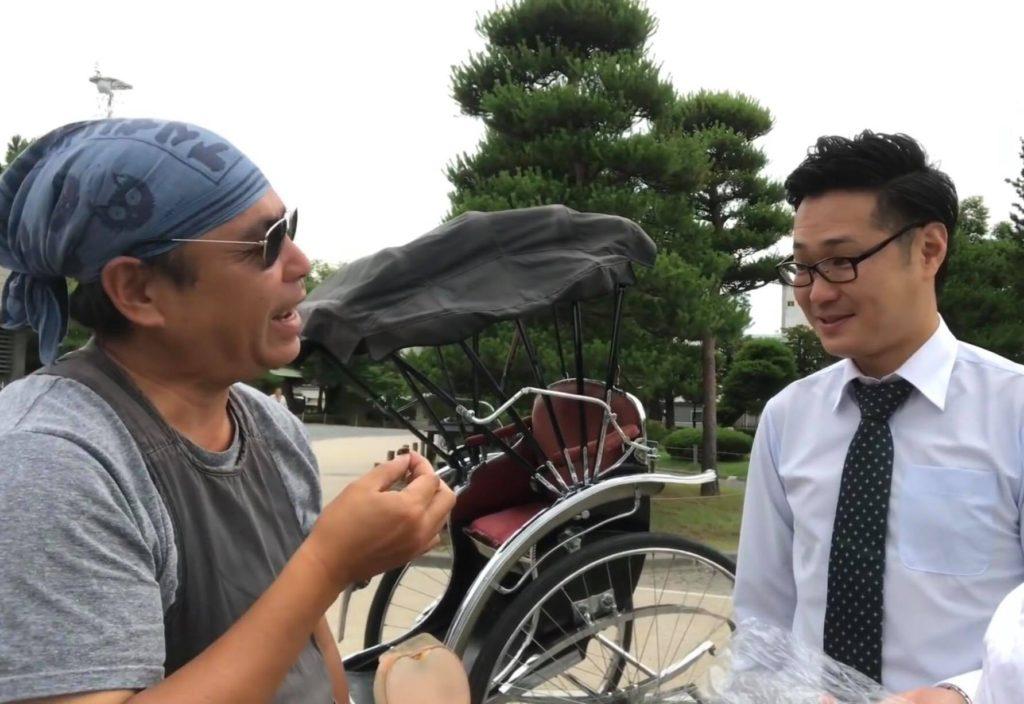 松本城、人力車の車夫さんに