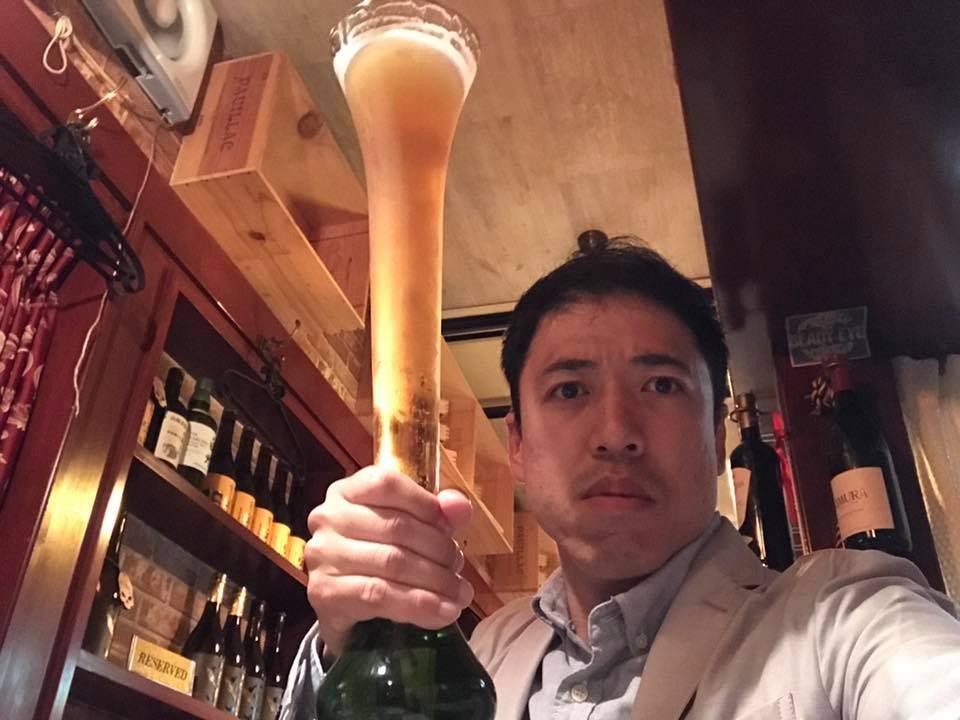 1人で酒を飲む