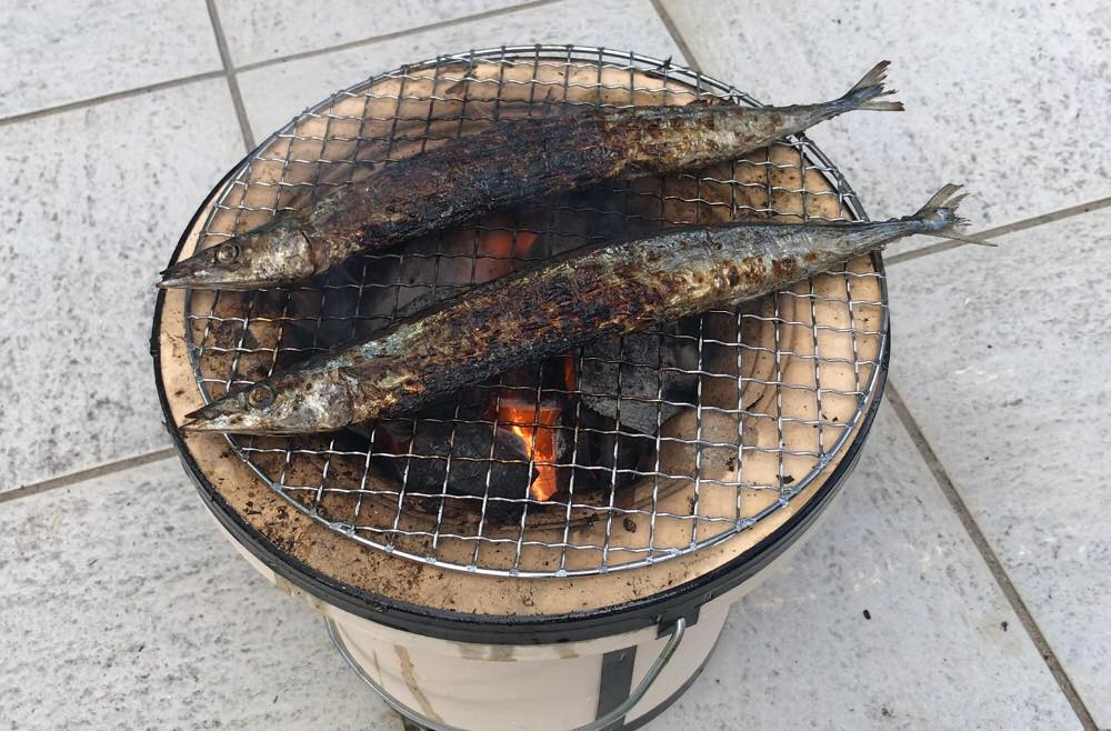 サンマを七輪で焼く