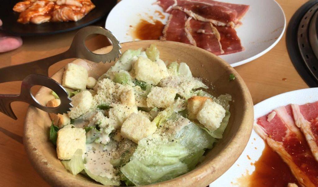 松本市 食べ放題 焼肉きんぐのシーザーサラダ
