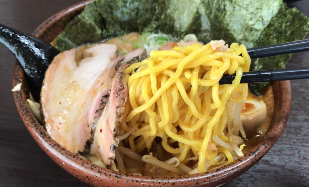 松本市のラーメン店 真武咲弥の炙り辛味噌特製らーめんの麺