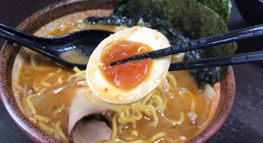 松本市のラーメン店 真武咲弥の味付け卵