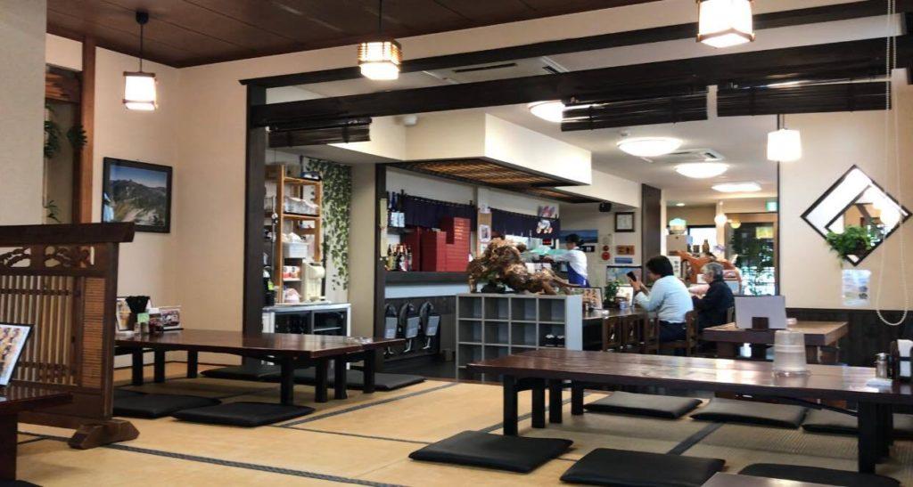 松本市 そば 松花の店内