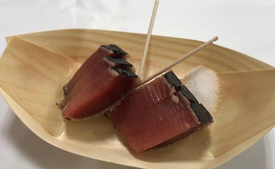 塩で食べるカツオのたたき