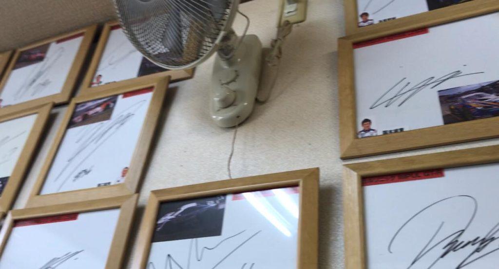 松本市 ラーメン 食堂 わかまつの壁に貼られたサイン