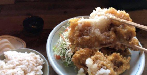 鶏天定食Aを食べる
