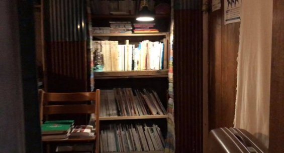 三代食堂の店内、廊下