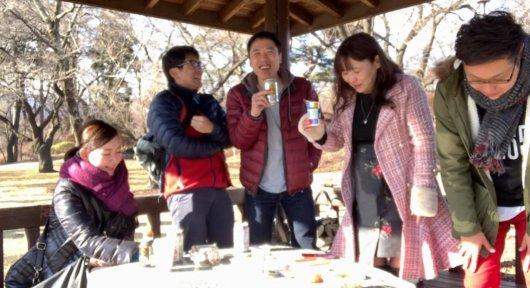 春日公園で虫を食べる