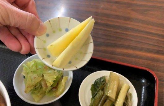 松本市 食堂 高橋のカツ丼に着いていた