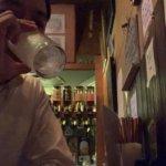 立ち飲みでちょい飲み。老舗のスタンディングバー「8オンス」