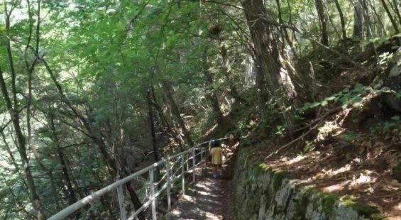 番所大滝への遊歩道