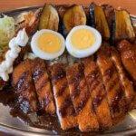 【ボンバーカレーがっつり!】ご飯大盛り!揚げ物たっぷり!黒いコク旨の「金沢カレー(松本市平田東)」